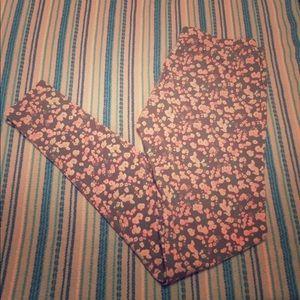 Cute floral leggings Xhilaration!!🌸🌼 size XS