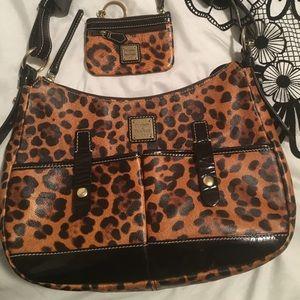 EUC Dooney & Bourke leopard handbag