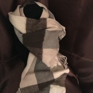 Charming Charlie tan& cream scarf