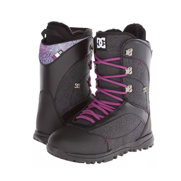 dc snowboots  black and silver new in box