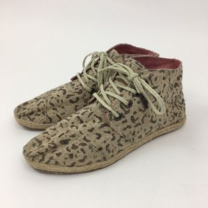 Tom's Leopard Chukka Booties Size 7.5 Lace Up