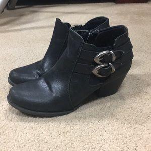 BareTraps Rilee Size 5.5 womans black bootie shoes