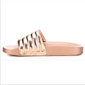 💥NWT Steve Madden rose gold slide sandals, Aviana