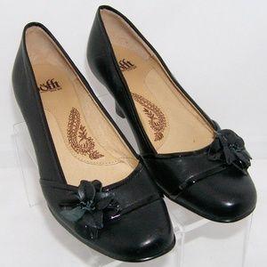 Sofft 'Kensington' black leather floral heel 6M