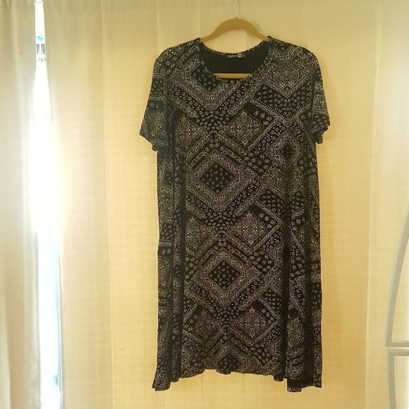 b98edf8c6a Boohoo Plus Dresses   Skirts - Oversized Black Bandana Dress from BooHoo