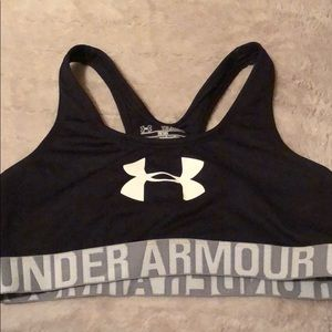 Under armour sports bra size youth xl fits a small