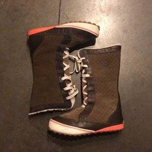 Sorel Shula Suede Brown and Pink Boots sz 10