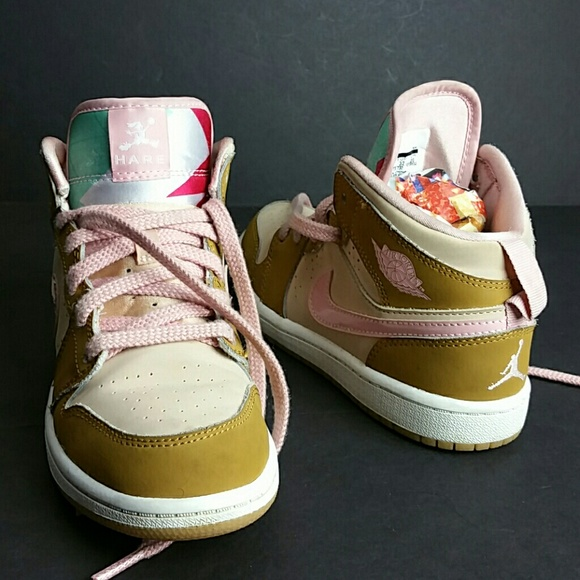 differently 43700 e6f48 Air Jordan Other - AIR JORDAN RETRO 1 MID HARE GIRLS SHOES