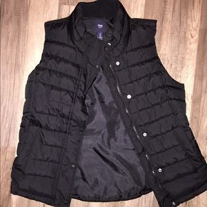 Never worn Gap puff vest M