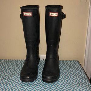 Adjustable calf black Hunter boots