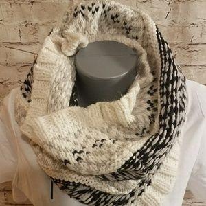 NWT Gap Sweater Scarf