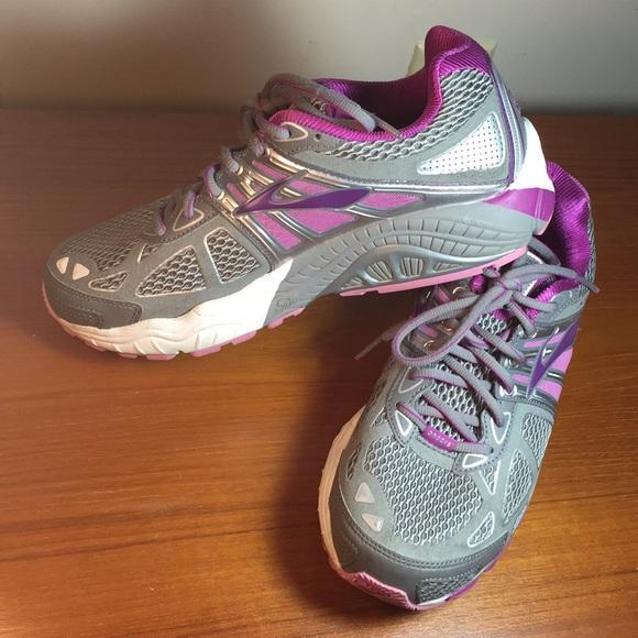 5a15d9cc252 Brooks Shoes - Brooks Ariel 14 Athletic Shoes 9 1 2 EW 2E
