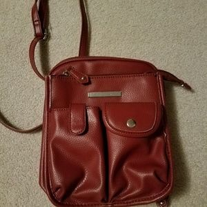Red faux leather crossbody bag w/lots of pockets!
