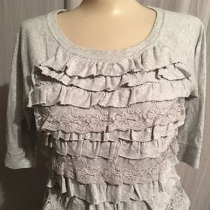 HOLLISTER RUFFLE TOP / Small 3/4 Sleeves