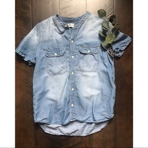 Madewell Chambray Short Sleeve Button Down Top