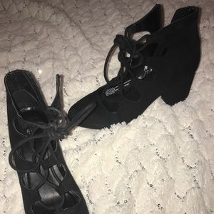 High heels black with laces
