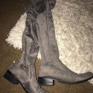 Shoes - Grey suede boots