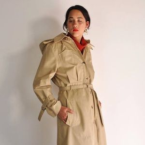 ADORABLE VINTAGE HOODED PLEATED TRENCH COAT