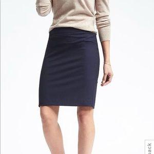 Banana Republic | Navy Wool Pencil Skirt | size 6
