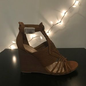 Shoe Dazzle Wedges. NEVER WORN!