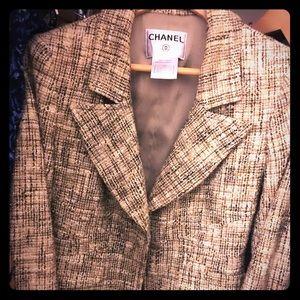 💯% Authentic Chanel blazer, unworn, just tried