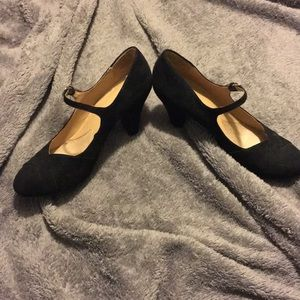 Velvet black buckle pumps