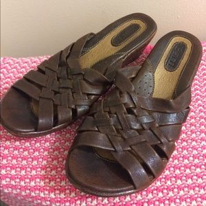Born Size 7 women's brown leather sandals