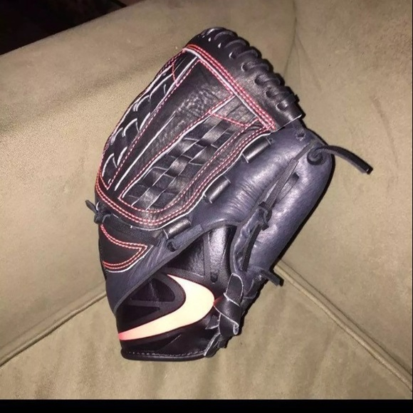 Nike BaseBall gloves new listing is for 2 73fb22071a5