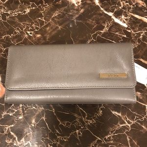 *NWT*Kenneth Cole Reaction Grey Wallet