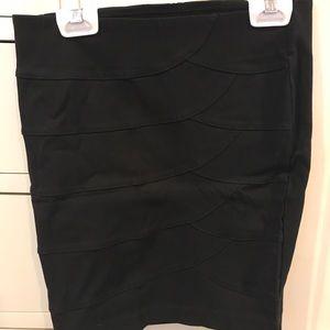 Fitted black skirt