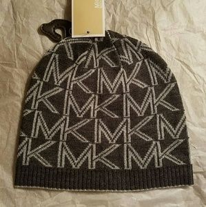 🎁Michael Kors Beanie Hat🎁 Gray with silver🎁NWT!