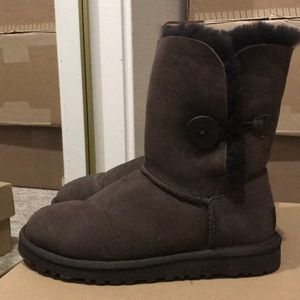 Ugg - Bailey Button Boot - Chocolate - Size 5
