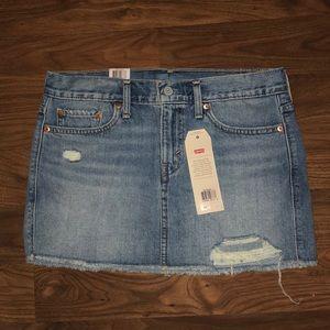 BNWT Levi's Skirt