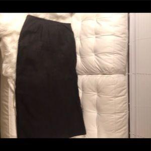 A black GAP linen skirt