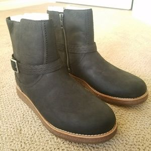 UGG WOMEN'S CAMREN BLACK