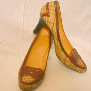 AUTHENTIC Burberry plaid brown pumps heels 38.5 8