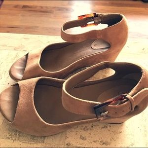 Johnson & Murphy Size 9 Taupe Suede Wedge