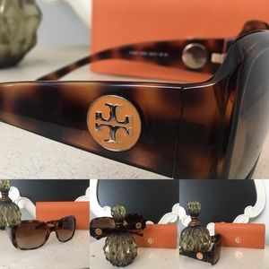 🎄Authentic Tory Burch Sunglasses w/ Case 🎄