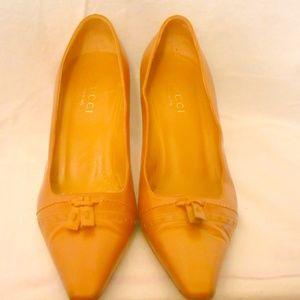 AUTH GUCCI tan heels pumps 9 B Italy