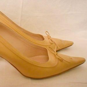 AUTH Chanel tan pointy logo CC heels pumps 8.5
