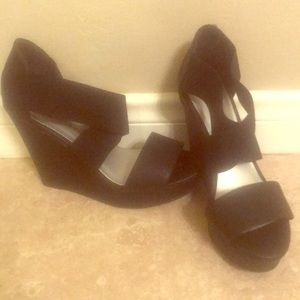 Black Strappy Wedges ❤️