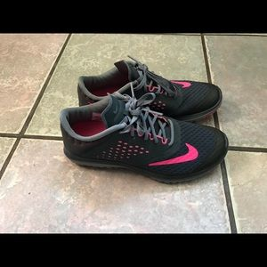 Nike walking shoes size 6 excellent cond
