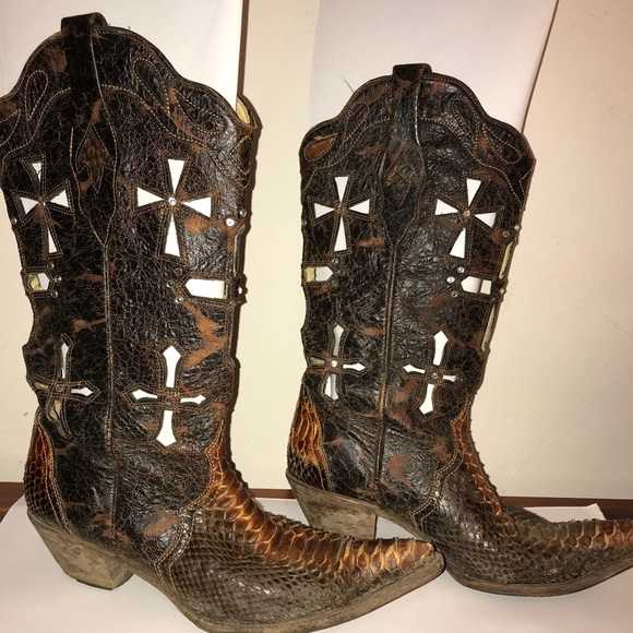 Corral Python cross cut out boots