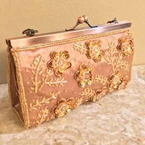 Flowery evening bag with kiss lock