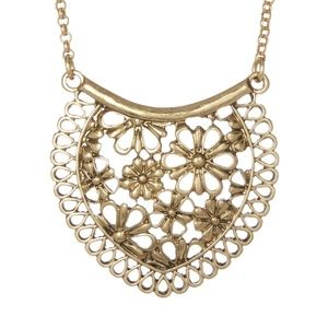 New Lucky Brand Lace Pendant Necklace