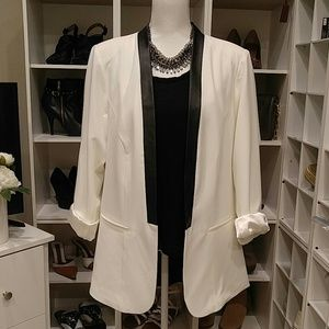 NWT TORRID IVORY BLAZER WITH FAUX LEATHER TRIM 2