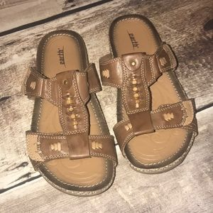 Earth sandals size 8B