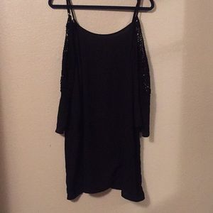 Off-sleeve black dress