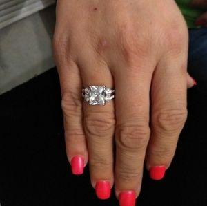 Luxury women clear crystal ring