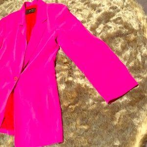 Dana Buchman pink blazer with slit pockets